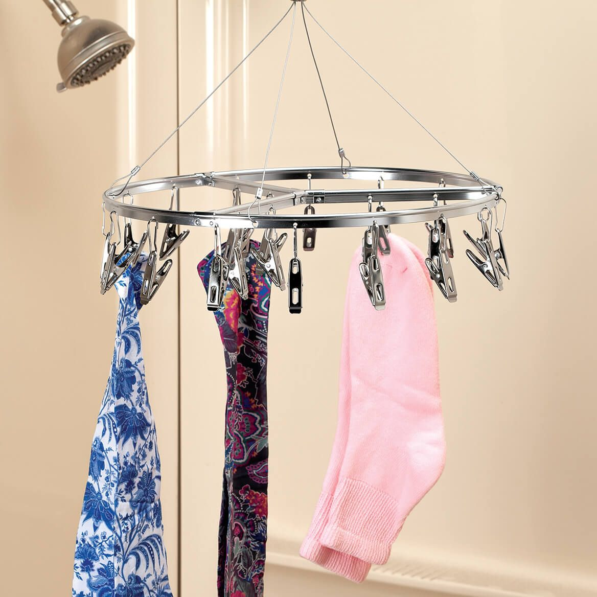 Circular Laundry Hanger with Clips-370265