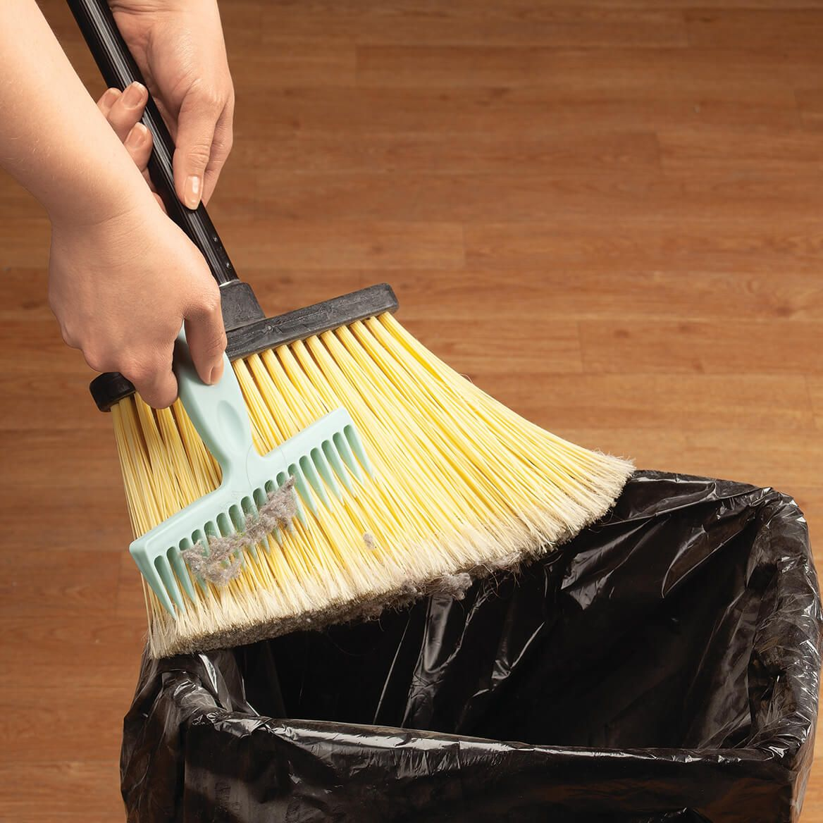 Broom Cleaning Comb-370330