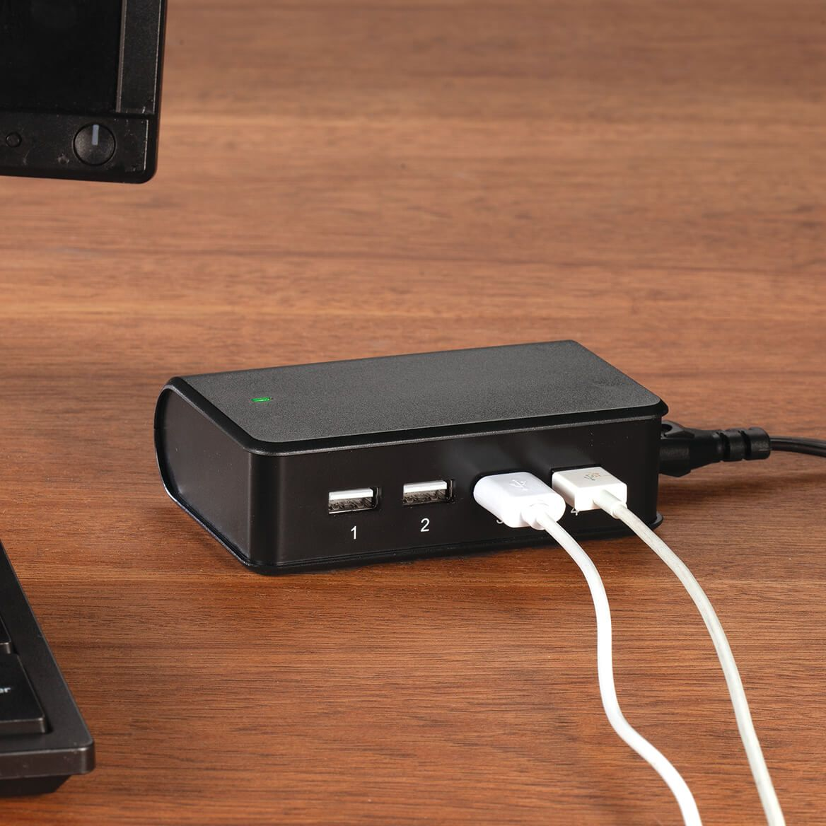 CRAIG™ 4 USB Ports Desktop Charging Station-371646